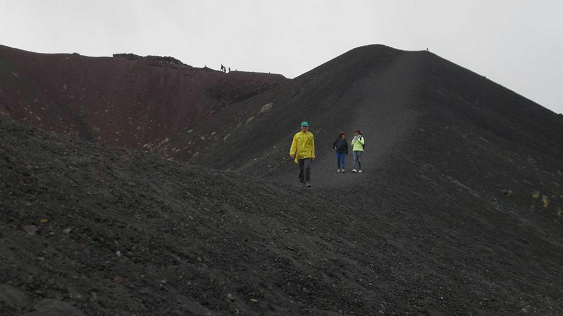 Trekking ai Crateri Silvestri e Gole dell'Alcantara